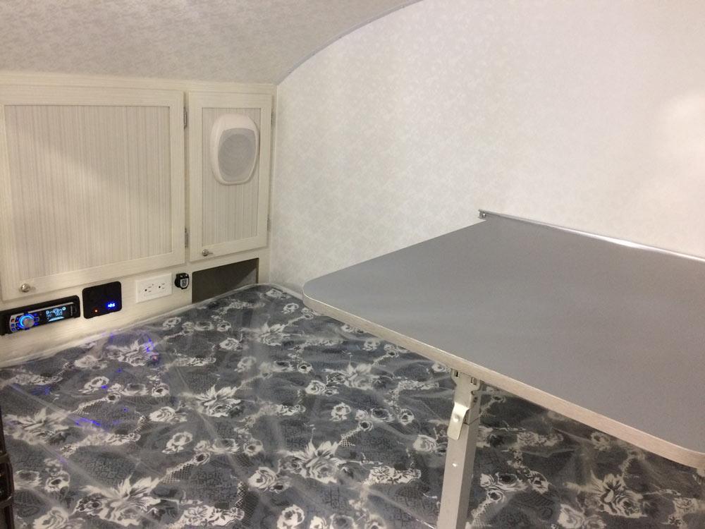 Micro-Roulotte iGoutte table intérieure